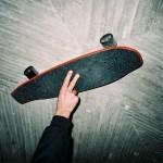 Skateboard z domiselnim reuse konceptom. Foto: Nejc Vašl, Logsaw Meat.