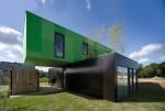 Štirje kontejnerji sestavijo dvonadstropno rezidenco. Foto: CG Architectes