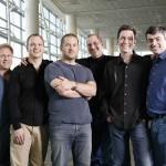 Tretji iz leve: Jony Ive in desno za njim Steve Jobs.
