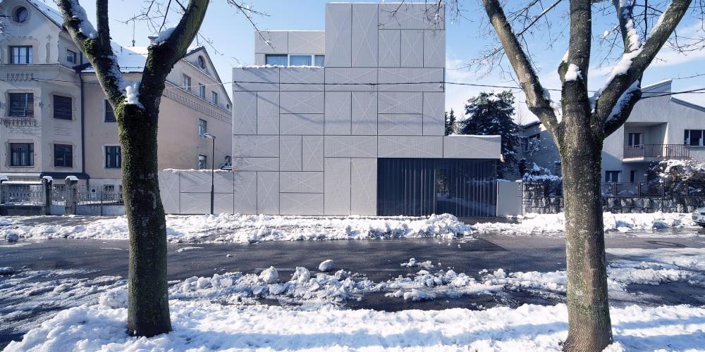 Ofis arhitekti slovenski arhitekti preobrazili staro vilo for Ofis arhitekti