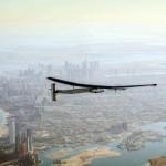 Solarno letalo Solar Impulse 2 nad Abu Dabijem.