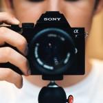 Sonyjeva aplikacija Touchless Shutter za samodejno proženje fotoaparata z miganjem roke.