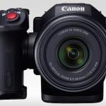 Kamkorder Canon XC10 z vrtljivim ročajem.
