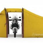 Šotor Atacama Expedition Motorcycle ima poseben prostor samo za motocikel.