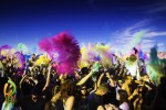 V času Holi Fusion Festivala mesta po svetu povsem zaživijo v barvah.