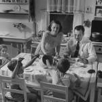 Dan v življenju ameriške gospodinje leta 1941.