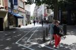 Belgijski Antwerpen je bogatejši za pas za pešce, ki med hojo uporabljajo pametni telefon.