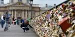 Most ljubezni v Parizu bo kmalu slečen ključavnic.