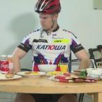 Nicolay Ramm je skušal zaužiti več kot 8000 kalorij naenkrat.