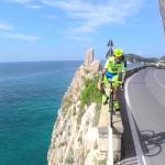 Vittorio Brumotti je nazaj z novo serijo freestyle trikov na cestnem kolesu.