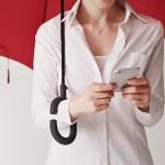 Phone-brella je dežnik, ki učinkovito odgovarja na izzive časa.