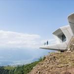 Muzej Mountain Museum Corones je posvečen živi legendi med alpinisti Reinholdu Messnerju.