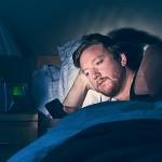 Uporaba pametnega telefona tik pred spanjem je škodljiva za naše zdravje.