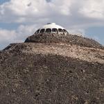The Volcano House - stožičasta hiša na vrhu vulkana