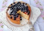 Jesenski kolač iz rikote in borovnic