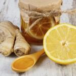 Čudežno zdravilo iz ingverja, medu in limon.