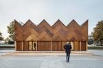Okrogli paviljon iz recikliranih materialov
