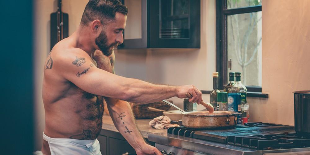 Видео голый повар сам
