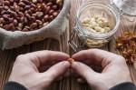 Luščenje arašidov