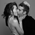 Strastno poljubljanje skozi fotografijo