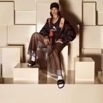 Rihanna z natikači in nogavicami
