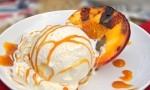 Recept za pečene breskve na žaru s sladoledom