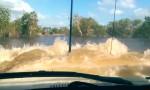 Toyota Land Cruiser prečka globoko vodo