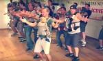Mladi očki na plesnem tečaju z dojenčki