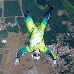 Luke Aikins z letala skočil brez padala.