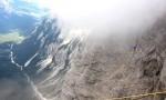 Hoja po traku na vrhu Triglavske severne stene.
