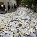 Ulico Toronta so preplavile knjige.