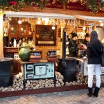 Budimpešta – Budimpeški božični sejem je eden najlepših v Evropi. Tja se zgrnejo turisti z vsega sveta. Najbolj priljubljen sejem se odvija na rustikalnem trgu Vörösmarty.