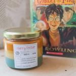 Dišeče sveče z vonjem po priljubljenih knjigah