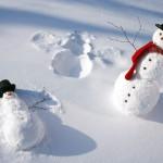 funny-snowmen-play-in-the-snow-hd-white-winter-wallpaper-2880x1800