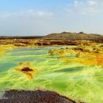 Vulkanski krater Dallol v Danakilski depresiji v Etiopiji leži nekaj deset metrov pod nadmorsko višino.