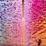 Instalacija iz 25 tisoč papirnatih rož
