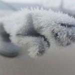 Avtomobili odeti v sneg in led