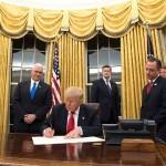Donald Trump v Ovalni pisarni