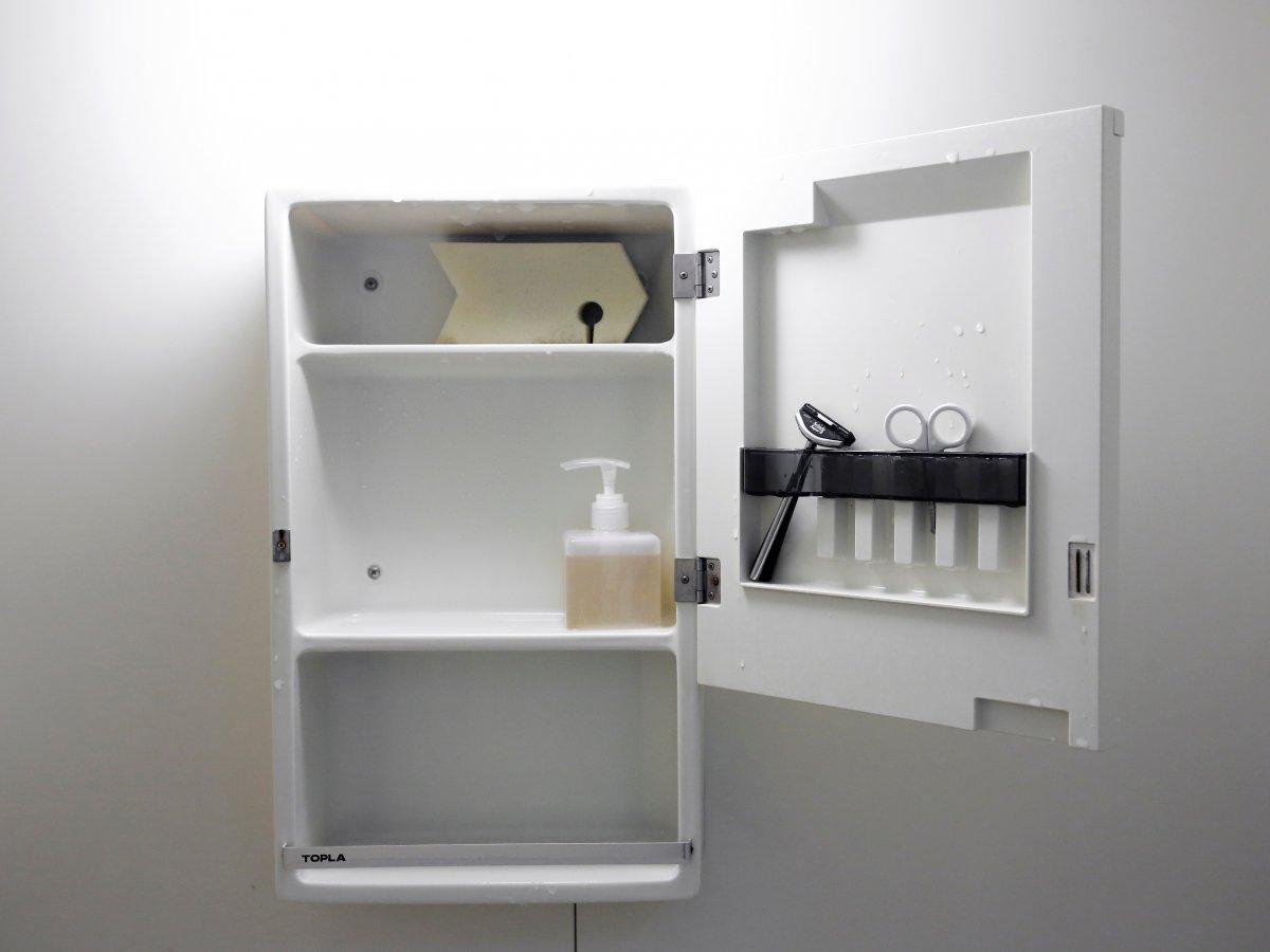 Ekstremno minimalistični domovi Japoncev: tudi kopalnice so skromne.