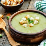 brokolijeva juha z grškim jogurtom