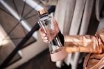 """SNYR x EQUA: """"rose gold"""" steklenička za vodo z zapestnico"""