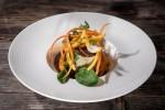 gostilna na gradu meni TR glavna jed Krompirjev strukelj z govejo licnico in aromaticno zelenjavo, korenckovi spageti in emulzija, foto Dean Dubokovic