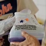 Tako je videti proizvodnja najbolj kakovostnih replik čevljev v 'kitajskem mestu ponaredkov'.