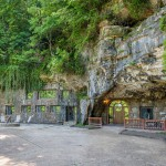 Beckham Creek Cave Lodge