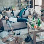 Znanost dokazuje: inteligentni ljudje malo spijo, živijo v kaosu in preklinjajo