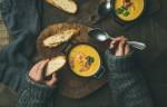 Preprosti recepti za okusne juhe, ki te bodo ogrele v hladnih dneh.