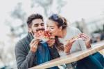 Srečni pari pridobijo težo zato, ker se počutijo srečno in nimajo potrebe po osvajanju drugih potencialnih partnerjev.