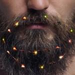 Pozabite na božično drevo, sedaj lahko z lučkami okrasite tudi svoje brade