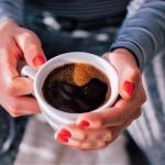 Izogibajte se ljudi, ki pijejo črno kavo brez dodatkov, ker ...