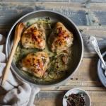 Piščanec v beli vinski omaki (coq au vin)